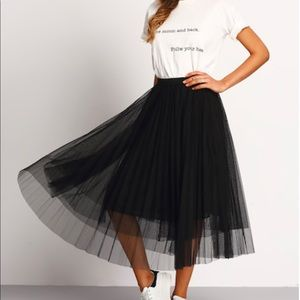 😎ONE LEFT🌟FIVE🌟 RATED TULLE LAYERED SKIRT